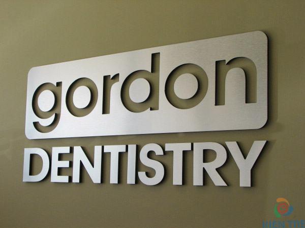 làm bảng hiệu Inox Gordon