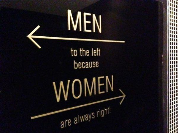 Bảng hiệu Toilet , WC trái phải