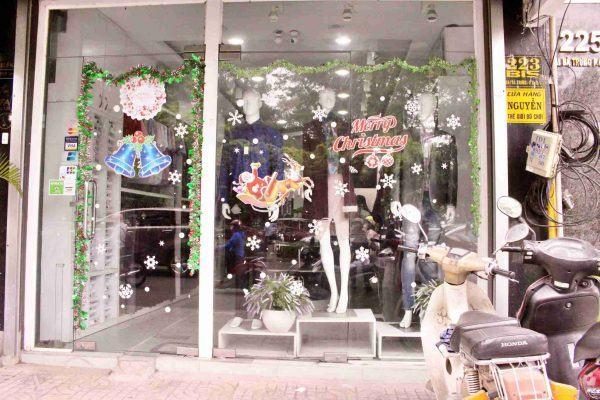 Trang trí noel shop thời trang