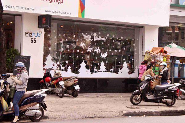 Trang trí noel cửa hàng Bizhub