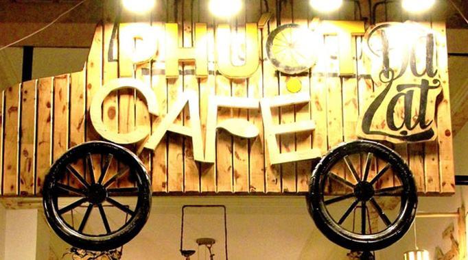 Bảng hiệu quán cafe với thiết kế khó quên