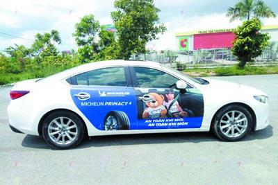 thi công dán decal xe dịch vụ