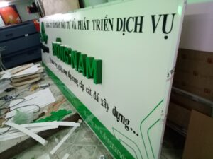 Mẫu biển hiệu alu kết hợp chữ nổi