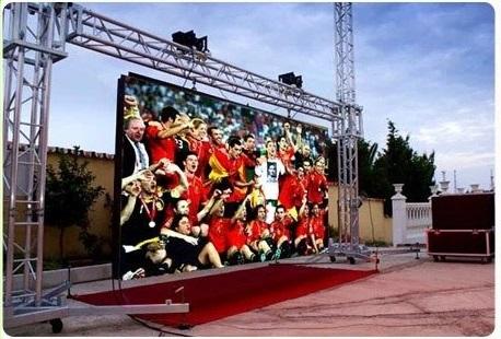 Làm biển hiệu quảng cáo đẹp với led ma trận p10 full color - bóng đá